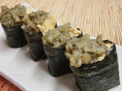 なすと炒り玉子をのせて♪ 実は栄養豊かな豆腐の軍艦巻き