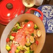 大皿料理で気持ちも明るく「アクアパッツァ」。