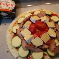 ズッキーニとプチ・カマンベールのピザ