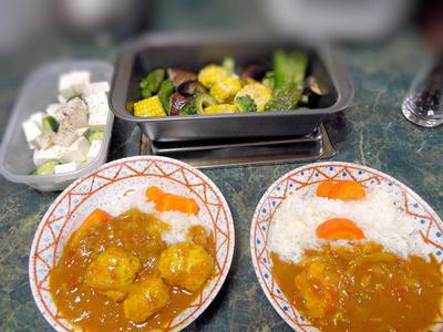 7月22日は★夏野菜をたっぷり使った、カレーの献立だよん★旬の桃を使ったデザート付きの全6品