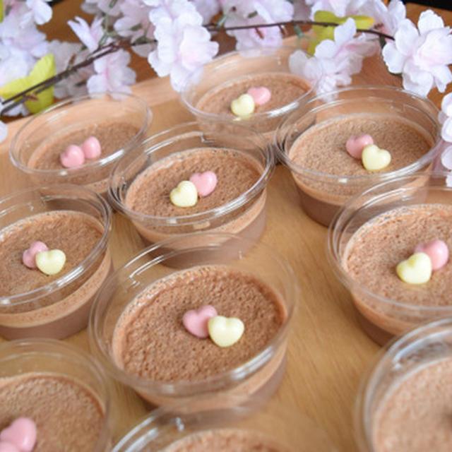 簡単チョコプリン。マシュマロのゼラチンで溶かして固めるだけ。冷たいお菓子。