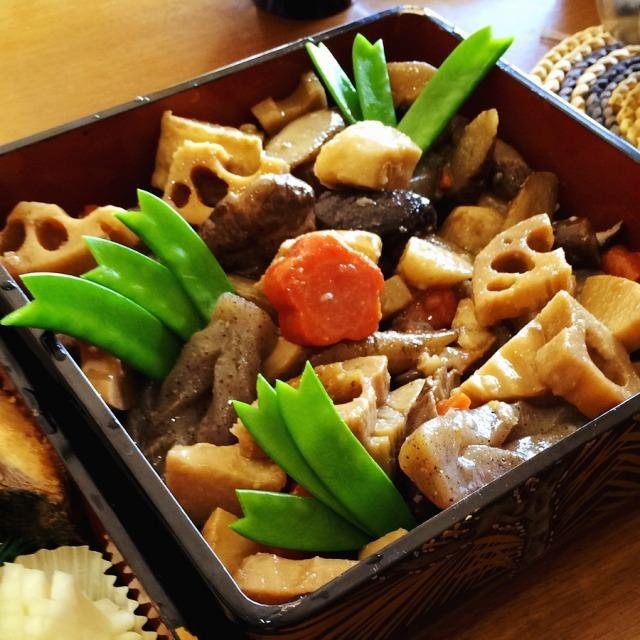 筑前煮 たっぷりの根菜を、鶏もも肉の旨味で煮含めます