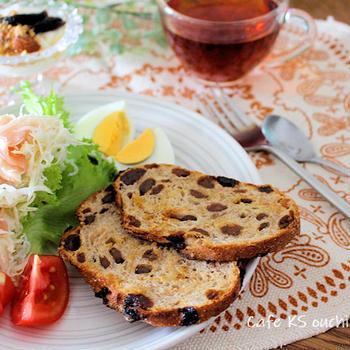 朝ごはん*今日から8月!酷暑頑張ろう~ まるでシュトーレンなパンで朝ごはん