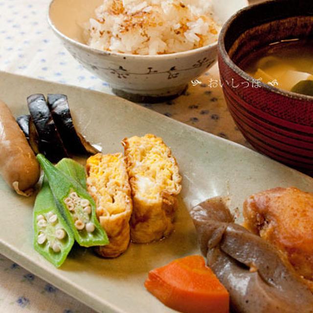 玉子焼きソース味ランチ、小さなテーブル