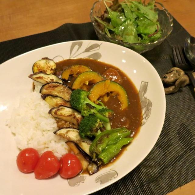 彩り野菜のビーフカレーの晩ご飯 と 百日紅の花♪