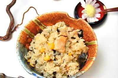 鮭とコーンの炊き込みごはん味噌バター風味