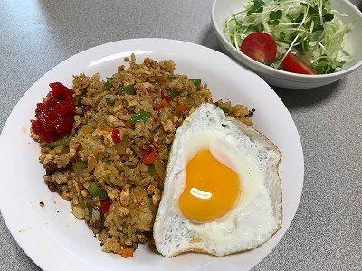 カレー炒飯。麻婆豆腐とカマスの干物