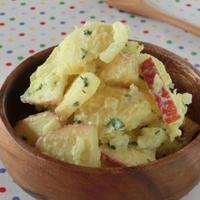 食感も楽しく♪ヘルシーサラダ♪リンゴの塩カレーヨーグルトポテトサラダ