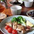 レモンガーリック風味、鶏もも肉のグリル焼き。
