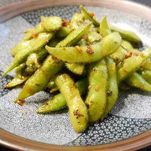 やみつき必至!食べ過ぎ注意な「ガーリック枝豆」