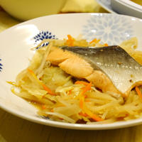 【うちレシピ】野菜たっぷり★鮭のフライパン蒸し★10分で完成