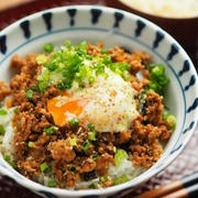坦々丼、坦々肉味噌丼の作り方