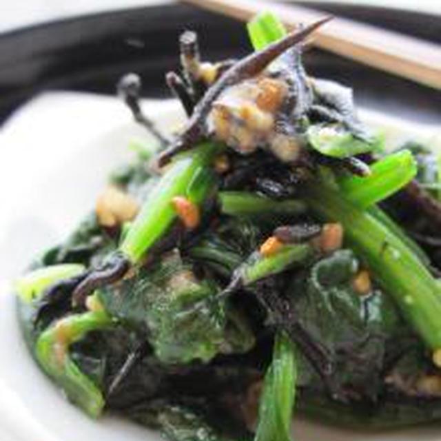 鉄分たっぷり♪ひじきとほうれん草の、梅味噌にんにく和え。