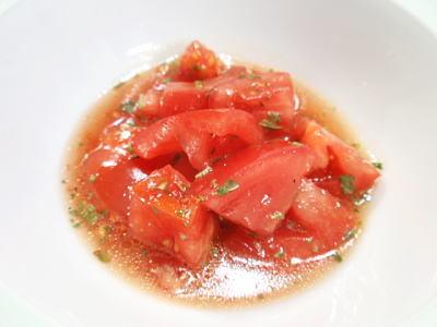 トマトのマリネ風サラダとスズキのオーブン香草焼き(レシピ付)