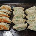 #ホットプレートで#餃子#焼きそば#焼きチキン#野菜焼き手作り餃子は、我が家の人気メ...