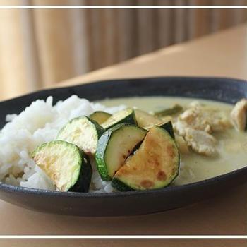 冷凍グリーンカレーwithズッキーニのグリル::タイの台所♪