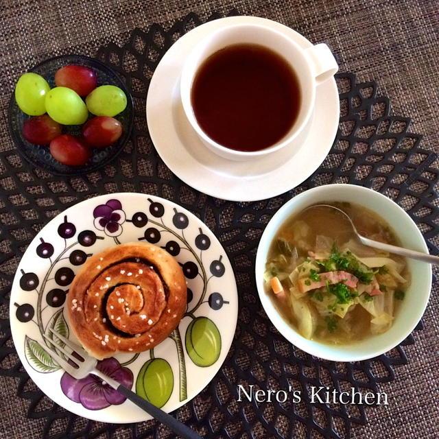 IKEAのシナモンロールと野菜スープの朝ごはん♪