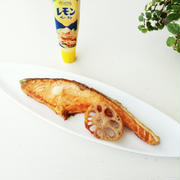 オーブンで皮までパリッと!塩鮭のレモンペースト乗せ