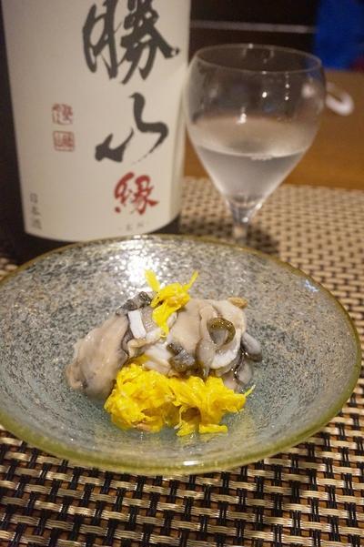 宮城生牡蠣と菊の酢の物、解禁丹波黒豆枝豆、鮭の親子燻製、妙高新米炊き比べ