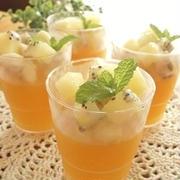キラキラのカップで♪超簡単!オレンジゼリー・フローズンフルーツのせ