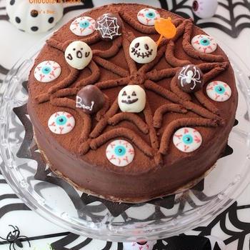 ハロウィンにデコチョコケーキ