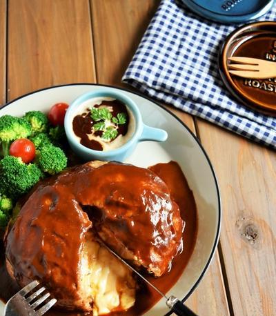 トースター&ポリ袋で包丁不要の「丸ごとカマンベールのデミハンバーグ」・簡単・ひき肉レシピ
