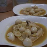 鶏手羽中肉とニンニクとうずらの卵煮