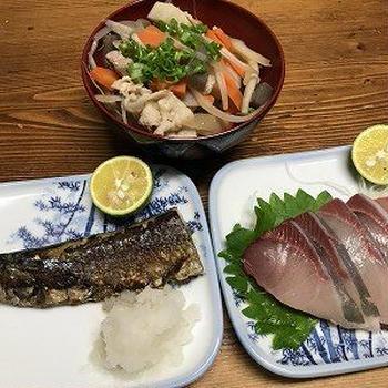 豚汁と塩秋刀魚。豚汁と目玉焼き