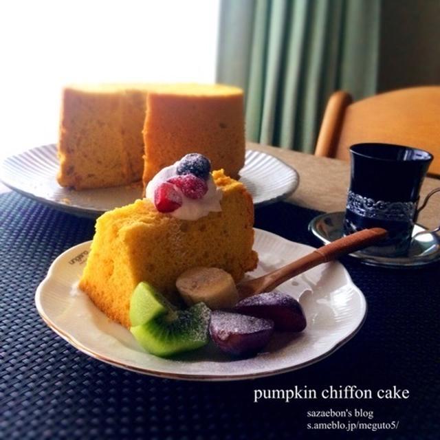かぼちゃのシフォンケーキとメロンパン