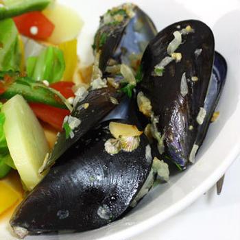たっぷり野菜とムール貝のサラダ