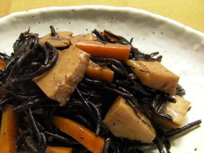 筍入りの「ひじき煮」 (ルクルーゼで)