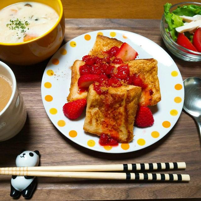 朝ごはん イチゴとシナモンのフレンチトースト