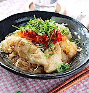 【具材レンジでj時短カンタン】鶏胸肉と玉ねぎのレンチンしらたき冷麺風|レシピ・作り方