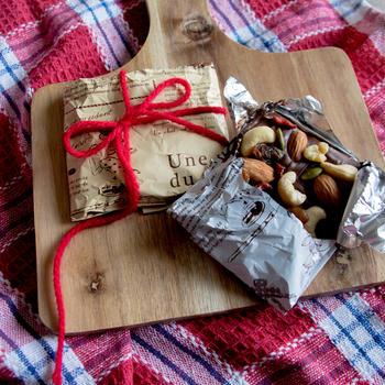 (材料3つ)ナッツとドライフルーツでおめかし板チョコ