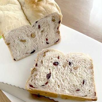 クランベリーとくるみの食パン