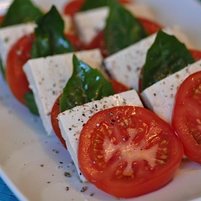 塩麹豆腐をモッツアレラチーズ代わりに使ったカプレーゼ