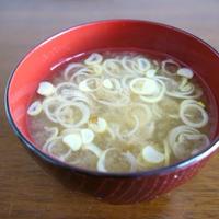 お椀で簡単!梅かつおの味噌汁♪