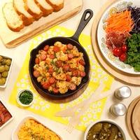 スキレットでジュージュ~!!パプリカの風味がアクセント~♪ 彩りよくさっぱりでお手軽に作れるので朝食にもぴったり~!! パセリで彩りも添えて塩レモンソースでいただく~☆ カリフラワーとソーセージの朝ベジこんがりソテー -Recipe No.1612-【Japanese】