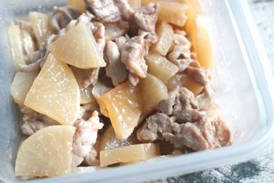 大根と豚こま肉の炒め煮の人気レシピ。簡単作り置き常備菜の作り方。