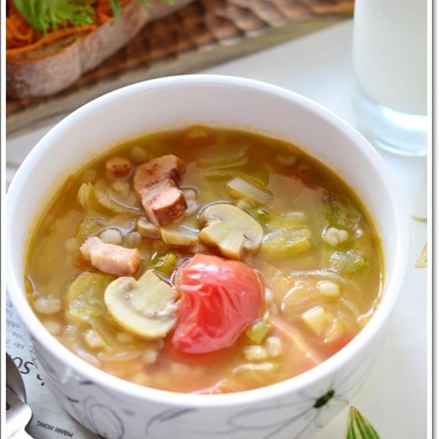 ベーコンとレタスの食べるスープと食べるスープの魅力【食べる野菜パワースープレシピ】