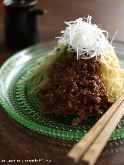 豚と榎の炸醤麺(じゃーじゃーめん)。