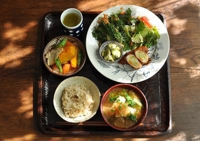 一汁四菜ごはん ◆豚のキャベツロール デミグラスソース、かぼちゃと厚揚げの人参の煮物、人参の葉・人参・生姜のかき揚げ、空豆とシトロコンフィのマリネサラダ