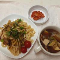 群馬県産なすを使った焼うどん、群馬県産レタスを使った味噌汁を添えて ぐんまクッキングアンバサダー