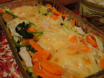 「鮭と野菜のチーズグリル」野菜は家庭科の残り。