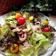 食べごたえあり*豚こま肉とサニーレタスの味噌サラダ。