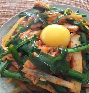◆食感が楽しい!豚キムチかまぼこ丼【レシピ】