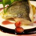 白身魚のポアレ・ザクロソース