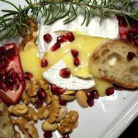 今日の一皿《ベイクド・カマンベール・チーズ 石榴とクルミといっしょに》 Baked camembert cheese with pomegranate&walnuts