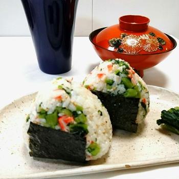 野沢菜とカニカマのオイルおにぎり