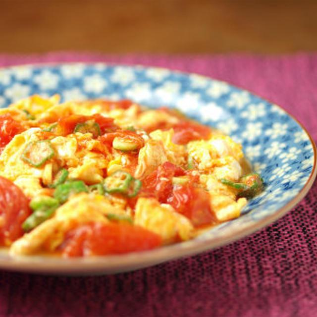 トマトとオクラの卵炒め 、 卵を先に炒めるのがコツ